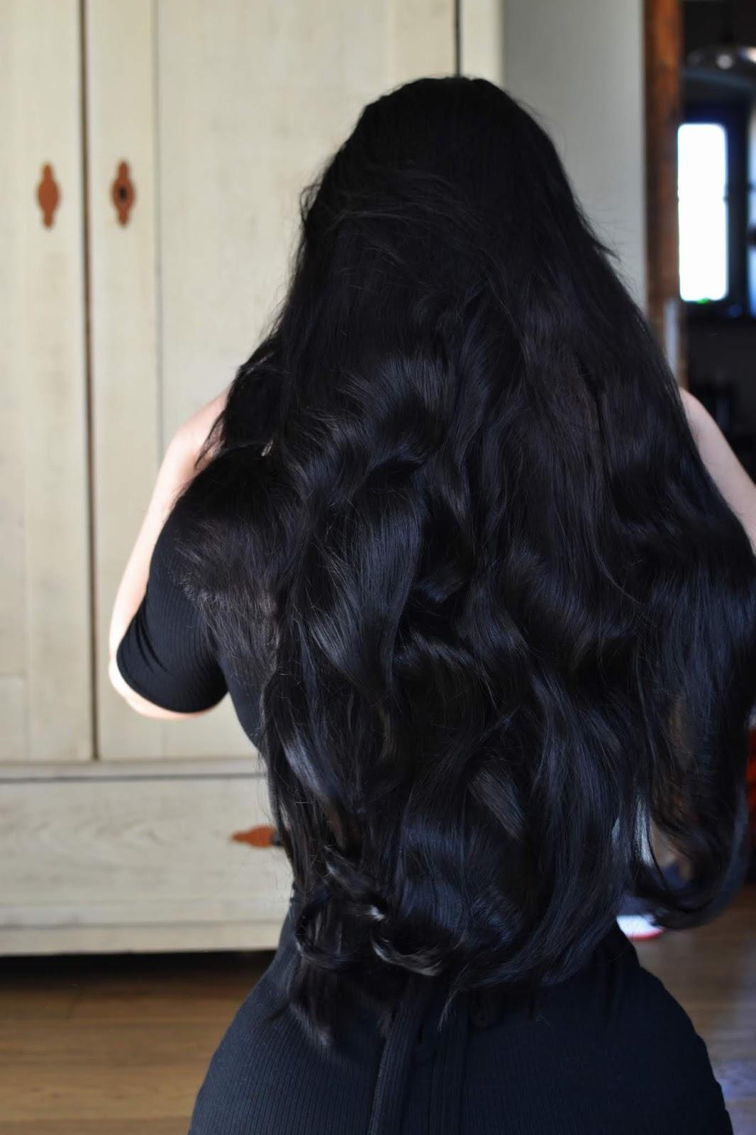 długie czarne włosy