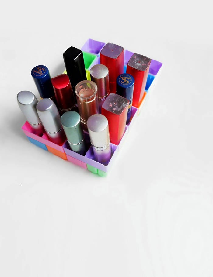 Hijabholicanism diy lego lipstick organizer i know you want an eye catching makeup organizer to be displayed on your makeup desk and i know you want those acrylic organizer to make your dressing room solutioingenieria Gallery