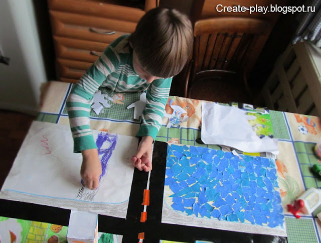 ребенок рисует дорогу