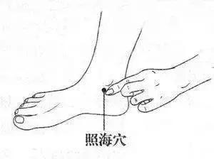 """腳上有3個""""滅火穴""""!常按按,清心火、平肝火,降腎火,你學會了嗎?"""