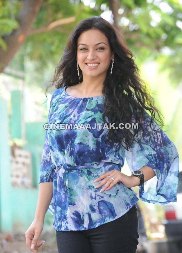 Shahid Kapoor And Katrina Kaif Kissing Maryam Zakaria Unseen ...