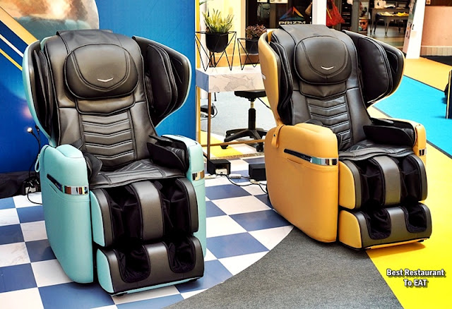 OSIM uDIVINE V MASSAGE CHAIR - Colour Selection - Blue And Yellow