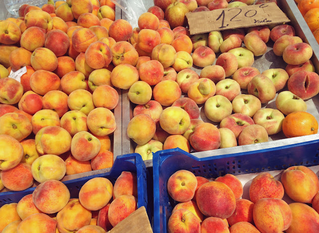 Peaches and nectarines - fruit - Lemon Tree Market, Guardamar del Segura