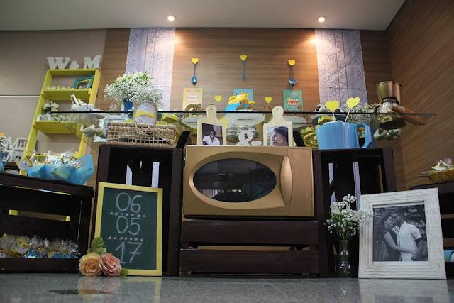 chá bar, chá de panela, azul e amarelo, decoração, mesa de recados, mesa do bolo
