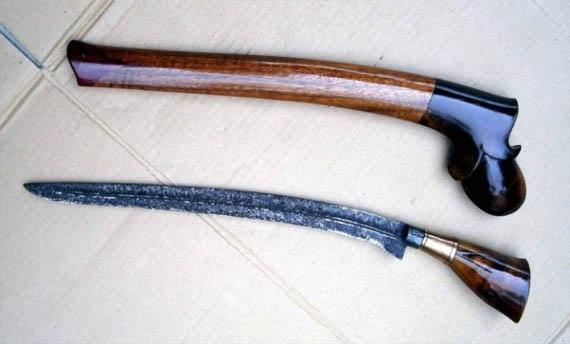Senjata Tradisional Riau Badik