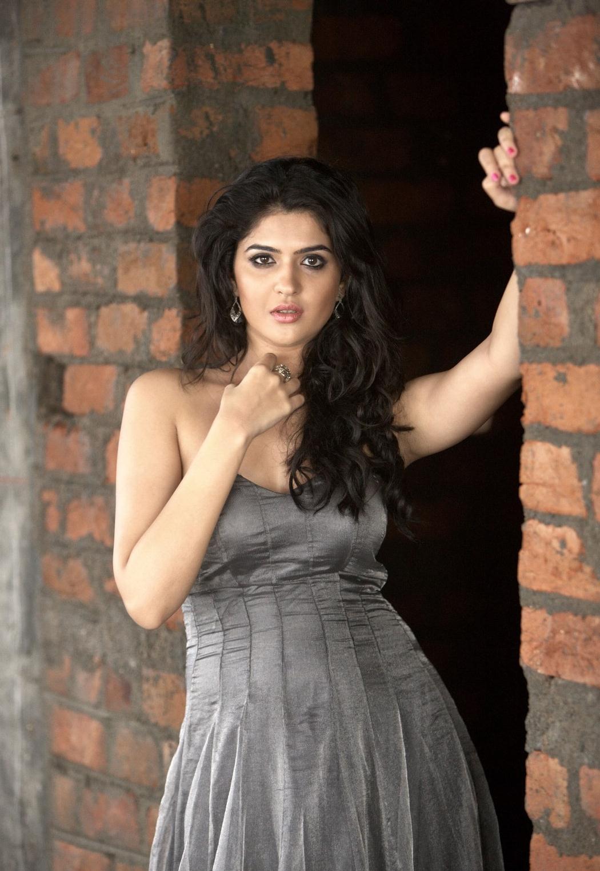 Sonakshi Sinha Cute Wallpaper Telugu Cinema Deeksha Seth Hot Photos