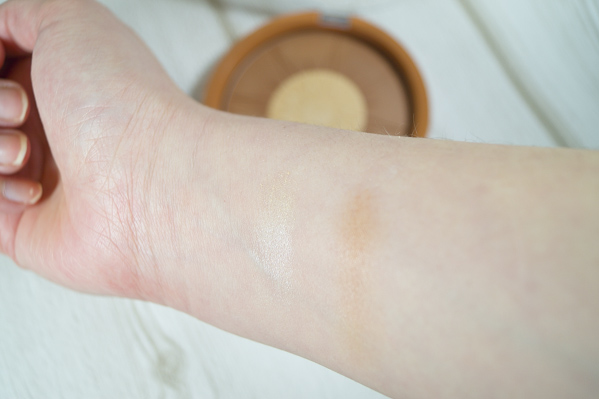 Sun Shimmer highlighting maxi Bronzer swatch