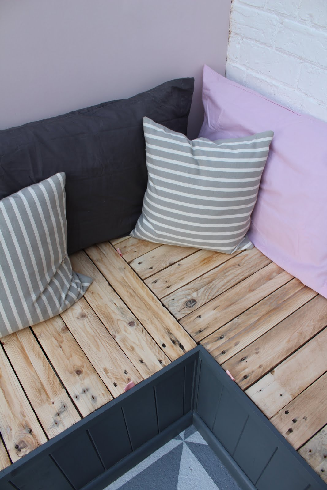DIY seat made from pallets