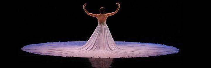 83d0465f89 Toda a performance do bailarino em um ambiente de culto