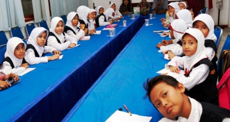 Kunjungan siswa SDIT Permata Bunda III ke lampung pos