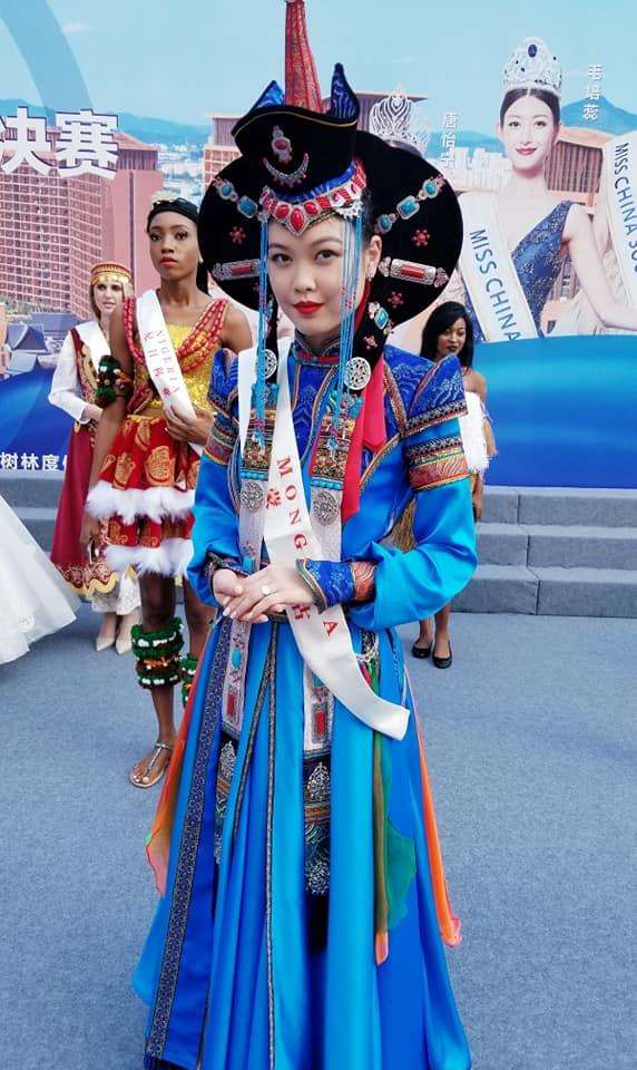 SASHES AND TIARAS     Miss World 2018