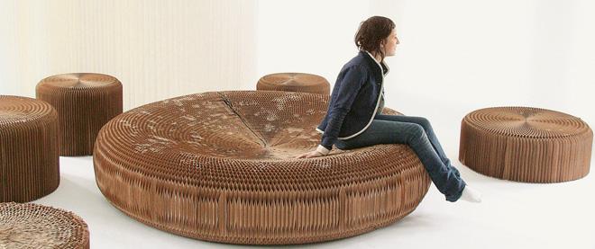 Concepto de sillón circular de cartón