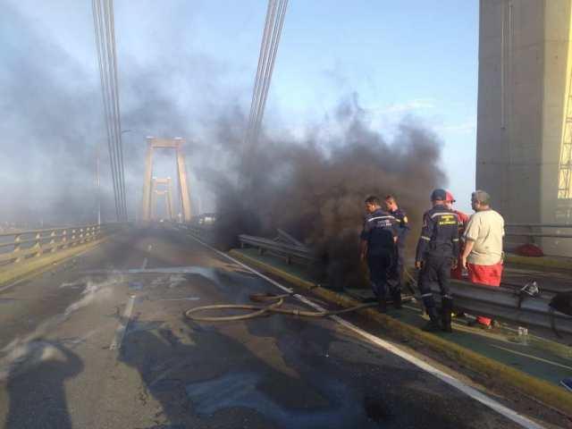 Puente sobre el Lago de Maracaibo es afectado por explosión de cableado eléctrico #10Ago
