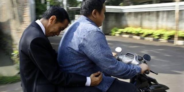 Foto Jokowi Naik Ojek jadi Obrolan di Media Sosial