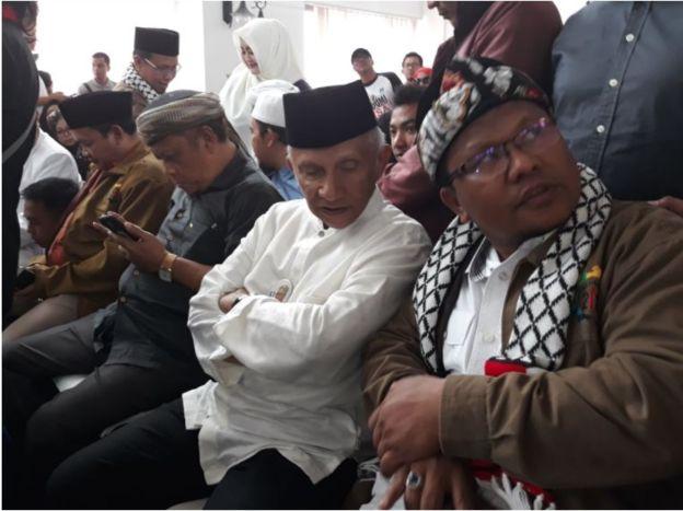 Hadir di sidang ini sejumlah tokoh oposisi seperti Amien Rais dan Eggi Sudjana. Fahira Idris, dan Neno Warisman.