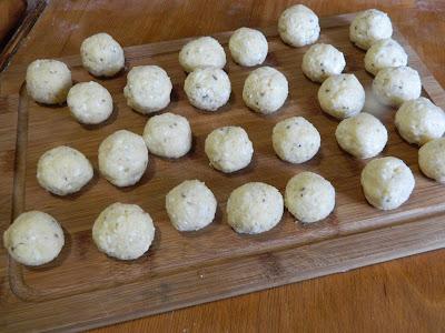 Bulete de cascaval cu oregano