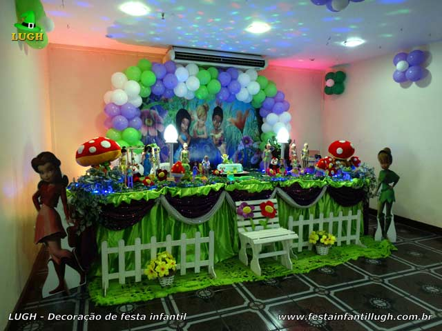 Decoração de festa infantil Tinker Bell em mesa com toalhas de tecido para aniversário feminino, realizado na Barra da Tijuca - Rio de Janeiro (RJ)