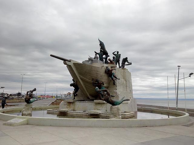 Monumento a los colonos de Chiloé en Punta Arenas, Chile