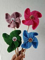 https://laventanaazul-susana.blogspot.com.es/2017/07/221-molinillos-crochet.html