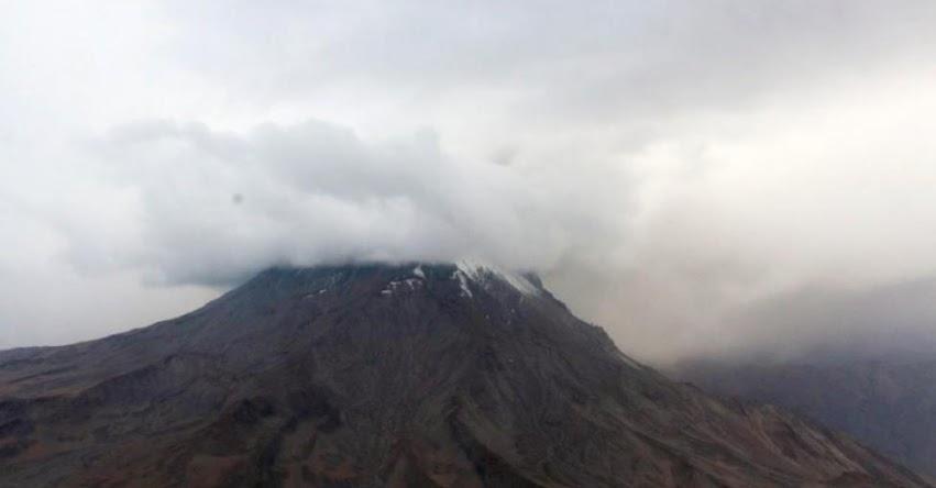 VOLCÁN UBINAS: Perú en alerta por erupción de volcán y evacúa a más de 1.000 personas