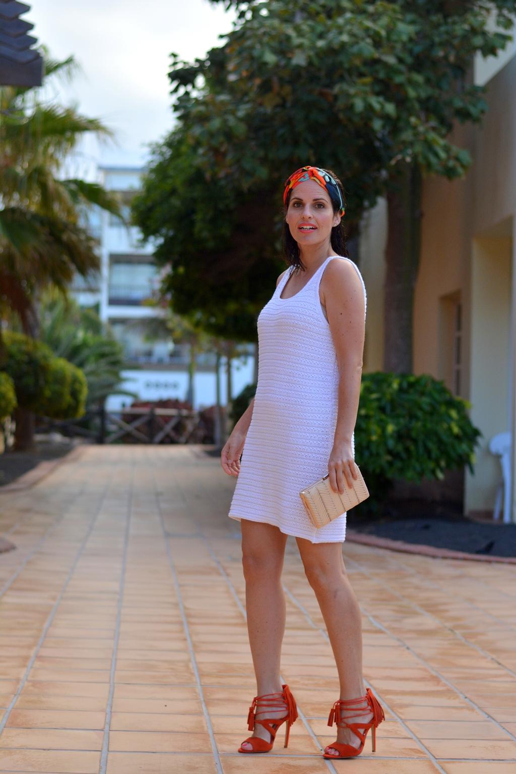vestido-blanco-look-turbante-street-style