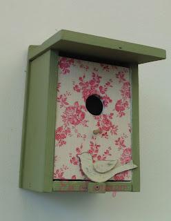 casita de pájaros de madera pintura caseína milk paint nichoir maisonnette birdhouse