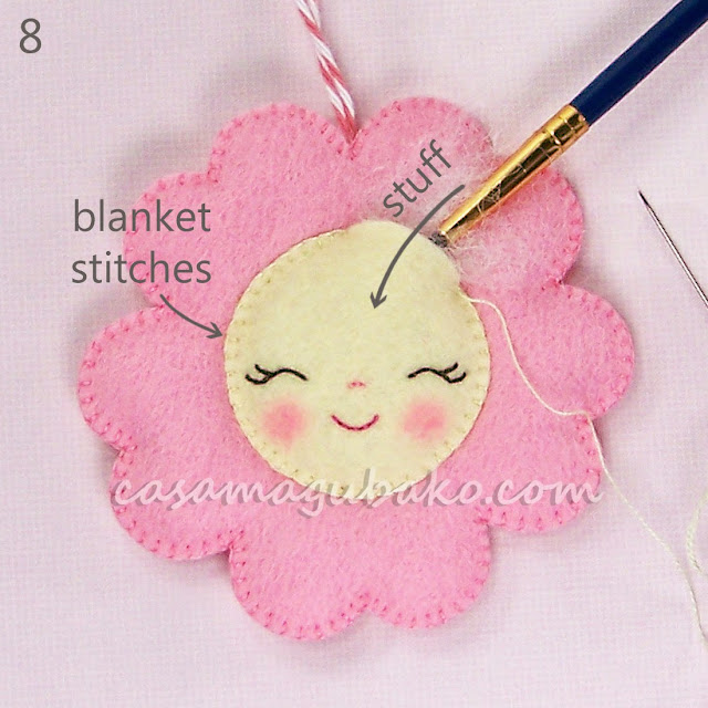Felt Flower Tutorial - Stitching & Stuffing Face by casamagubako.com