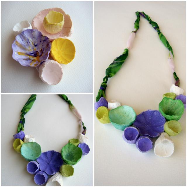 maxi collana e spilla con fiori di carta e tessuto viola,  verde.
