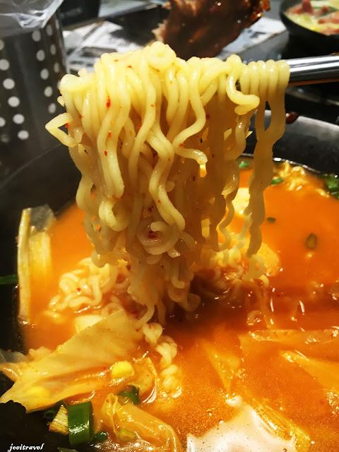 IMG 7254 - 【台中美食】來自韓國的『打啵雞DoubleG』韓國無敵王燒肉串VS熊掌拉麵 滿滿的飽足感稱霸你的胃 @打啵雞 @doubleG @巨大熊掌拉麵 @韓國無敵王燒肉串