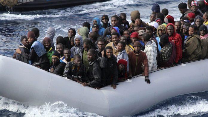 Η Ιταλία δεν καταλαβαίνει τίποτα! Φουσκωτό με 61 λαθρομετανάστες εξέπεμψε sos αλλά.. δεν πήγε κανείς