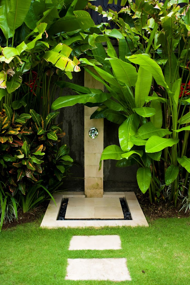 leafy-stone-path-outdoor-shower-designs