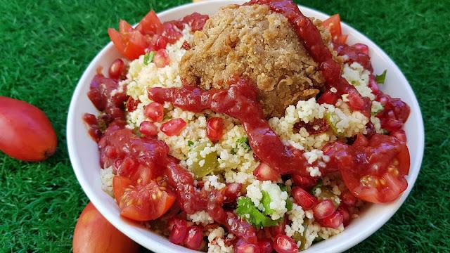 Ensalada de couscous con salsa de tamarillo y granada