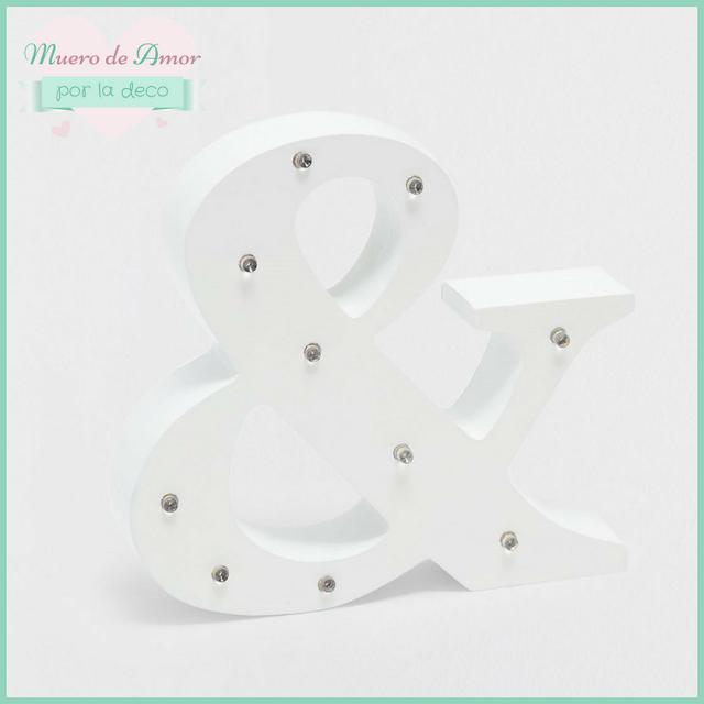Decoración en blanco con letras de madera-1