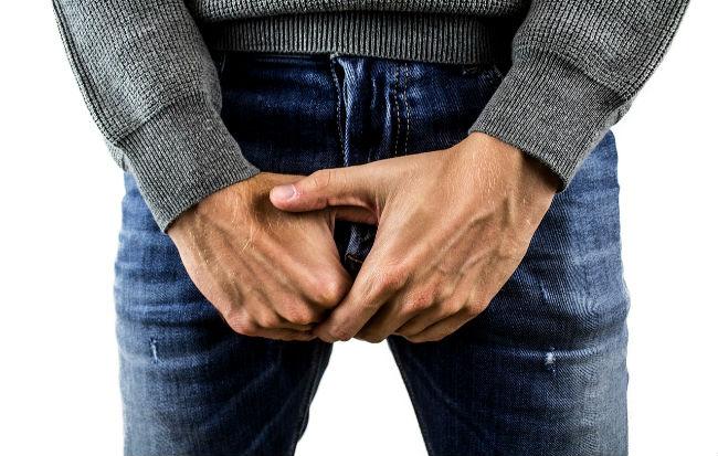 Uomo con disturbi alla prostata
