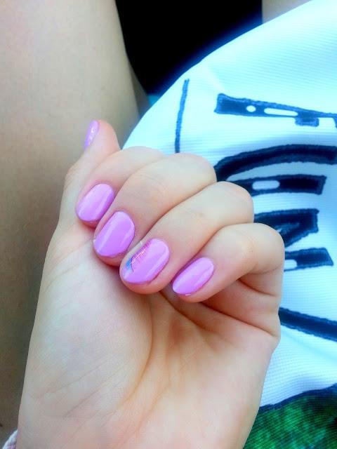 paznokcie z piorkiem
