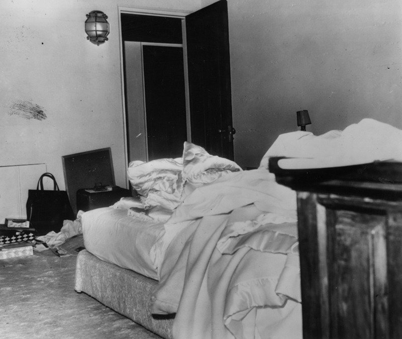 rare photographs show the bedroom in which marilyn monroe was found rh vintag es marilyn monroe bedroom furniture marilyn monroe bedroom death