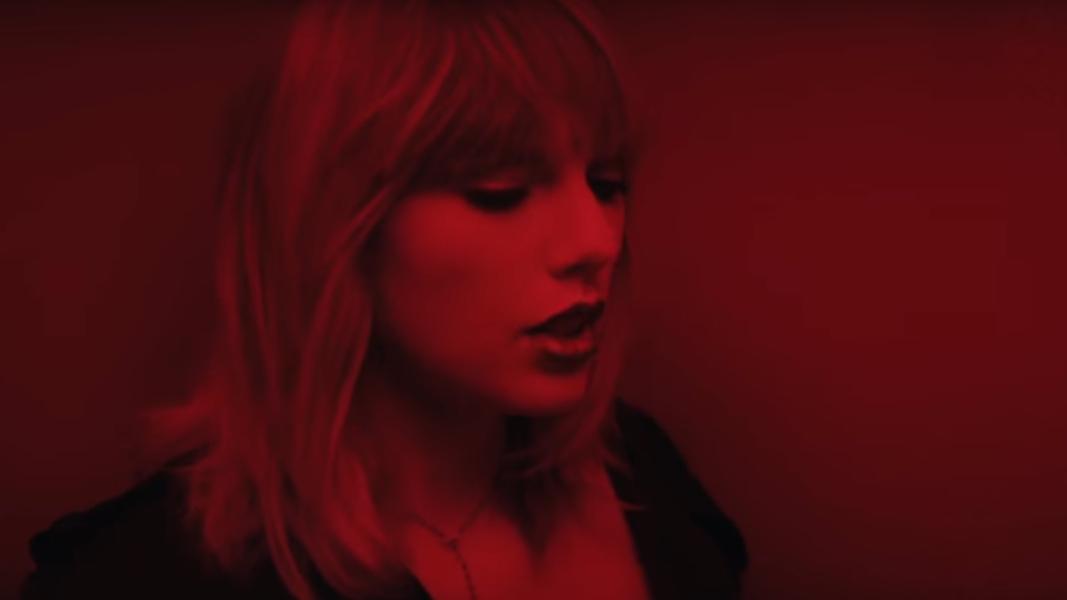 Para não magoar a Gigi Haddid, ZAYN e Taylor tiveram que usar 50 tons de luzes e só se encontrar no final do vídeo.