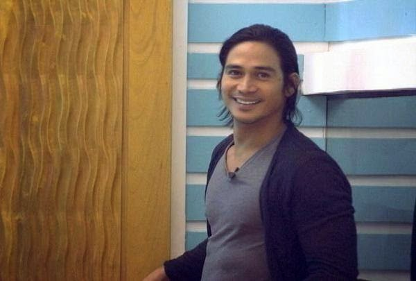 When Piolo entered the PBB house to see the housemates who were tangled as Big Brother has ordered