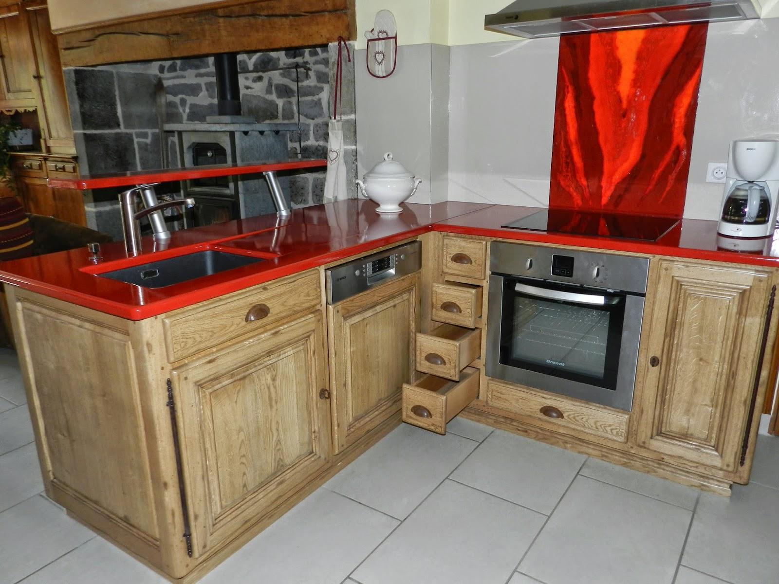 cuisine rouge plan de travail bois. Black Bedroom Furniture Sets. Home Design Ideas