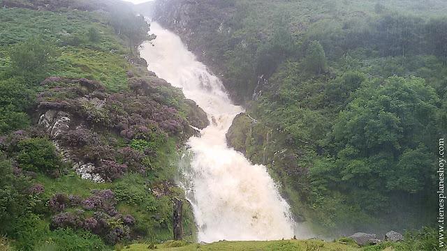 Cascada Assaranca Condado de Donegal