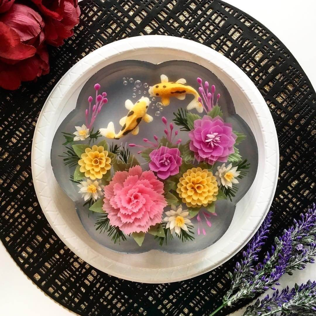 07-Koi-Fish-Pond-Design-Siew-Heng-Boon-Flowers-in-Food-Art-3D-Jelly-Cakes-www-designstack-co