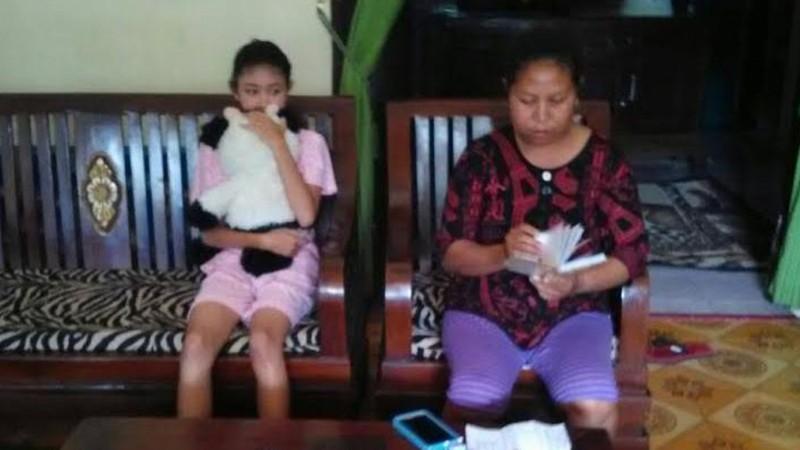 Rosita (kiri) dan ibunya semasa hidup