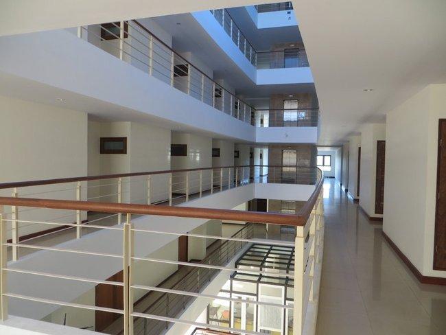 Лифт и коридор