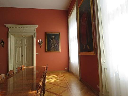 Okna z widokiem na Franciszkańską.
