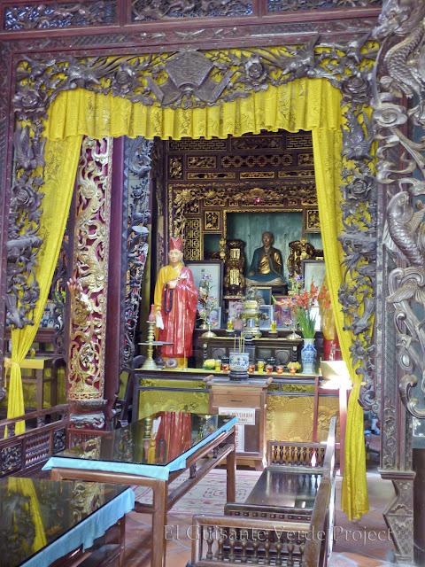 Altar - Vinh Trang Pagoda por El Guisante Verde Project