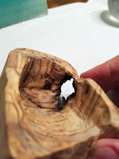 Cendrier en olivier: vue du trou intérieur