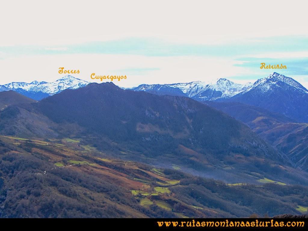 Vista de las montañas Cuyargayos, Torres y Retriñón