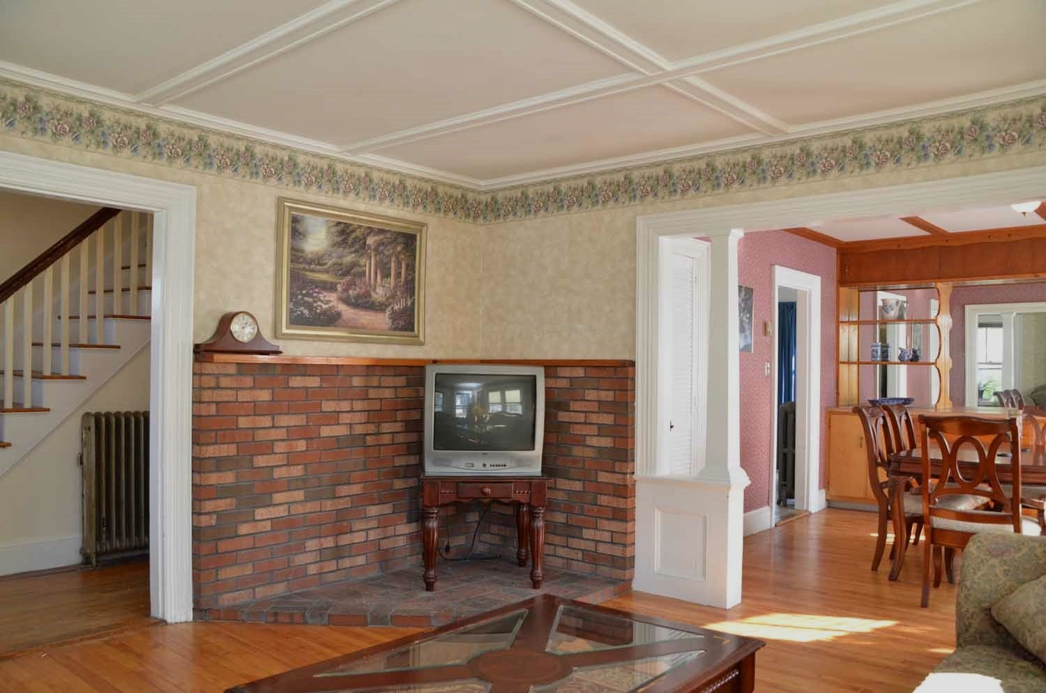 SoPo Cottage: April 2012 - Livingroom With Brick Wall To Kitchen