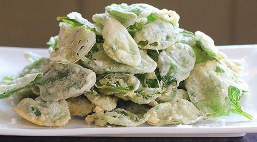 Bayam merupakan sayuran yang mempunyai kandungan gizi tinggi Resep Membuat Keripik Bayam Yang Krispi dan Renyah