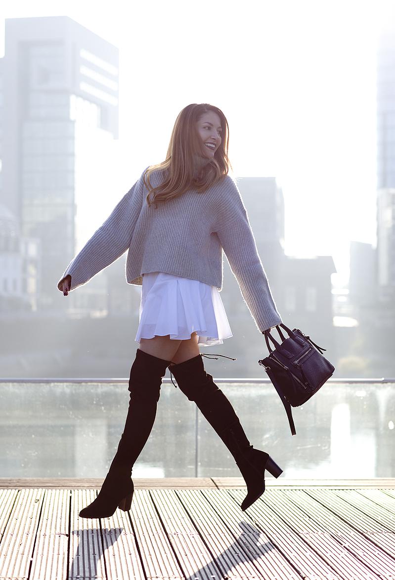 Fashionista Oversize Sweater Pulli Pullover Overknee Overtheknee Boots Stiefel